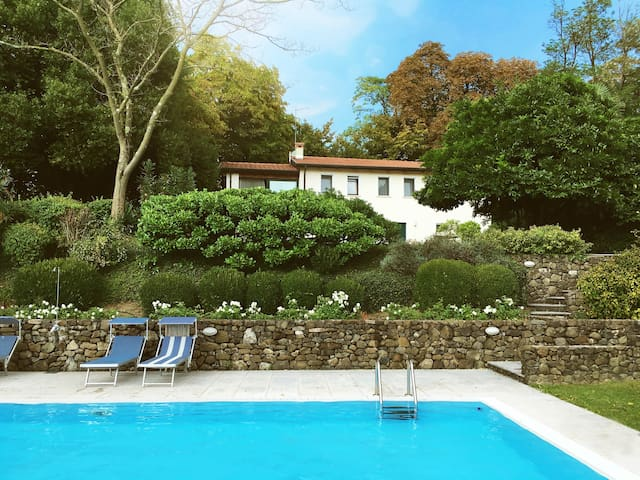 Stunning hilltop villa with lovely pool & jacuzzi