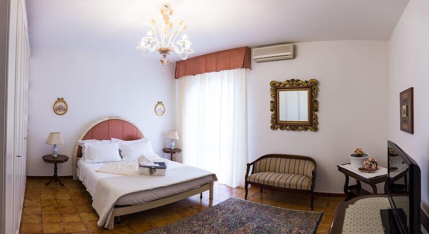 luxury room in villa Vittoria