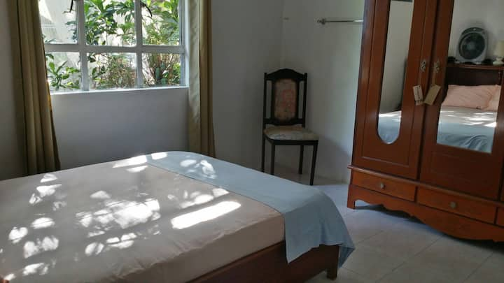 1 Bedroom 2 Guests Car Tours and Guide Available