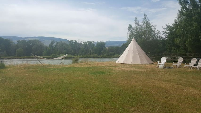 Tipi Sacajawea on the Yellowstone River.