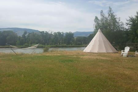 Tipi Sacajawea on the Yellowstone River.