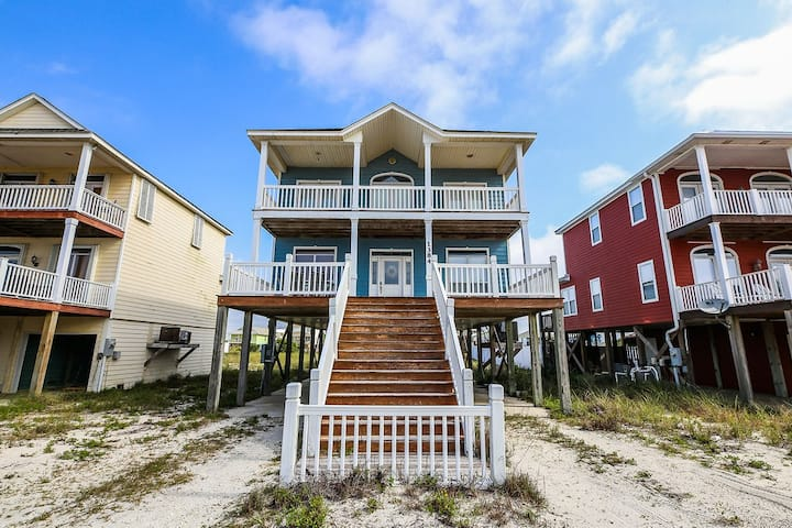 ****Memory Maker**** 4 bed / 3bath  home with pool across the street on West beach