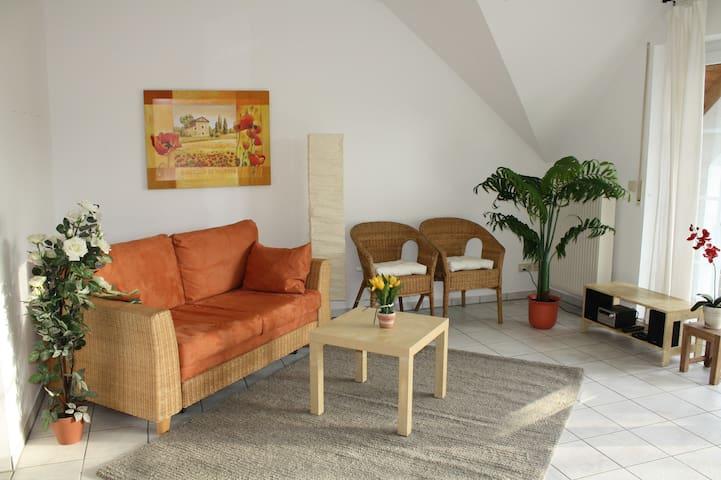 Ambiente Mediterran mit großem Südbalkon - Büdingen - Apartament