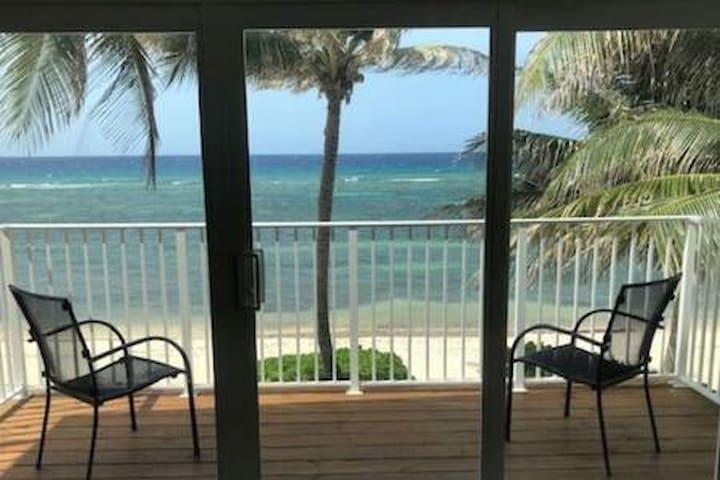 Beach Front Villa Azure Breeze Cayman Is.