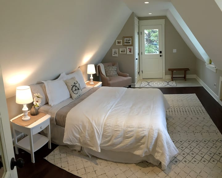 Boutique Victorian Farmhouse Suite
