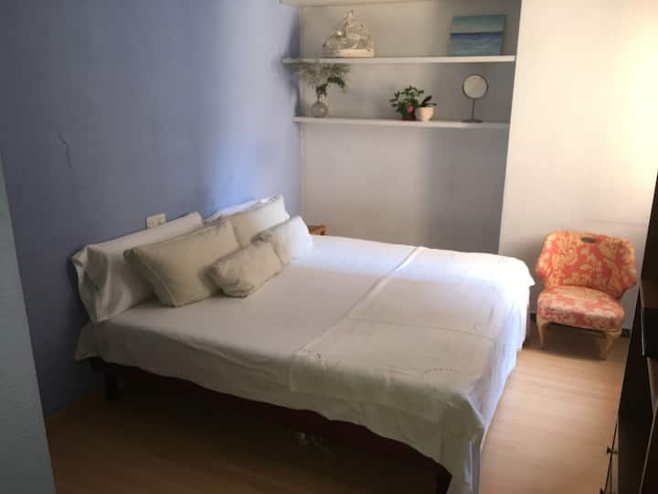 Comfortable Double Room in Lovely Large Apartment