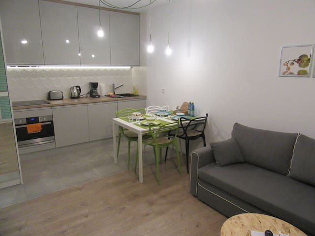 New flat in city centre with parkin