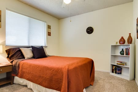 Upstairs bedroom and loft - Grand Prairie