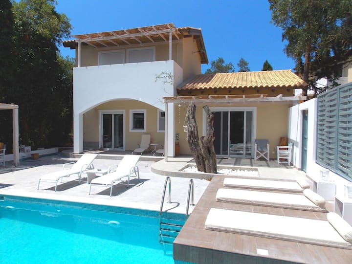 Villa Nikos: Brand new, private pool, A/C, Wifi