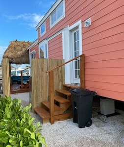 Charming Key Largo Cottage on the Water w/Kayaks!