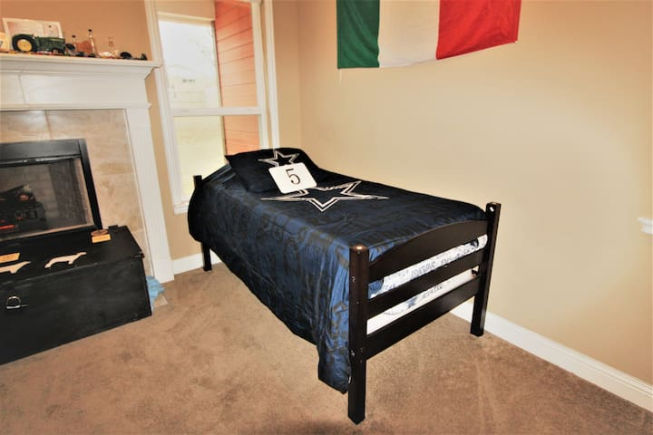 Cowboys Shared Space in Dallas! Bed 5