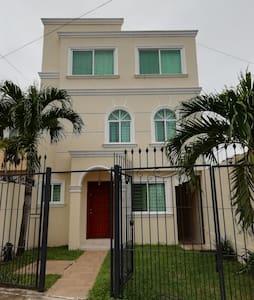 Magnífica casa moderna, equipada y confortable