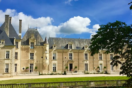 NEWLY RENOVATED STUDIO IN LUXURY HISTORIC CHATEAU
