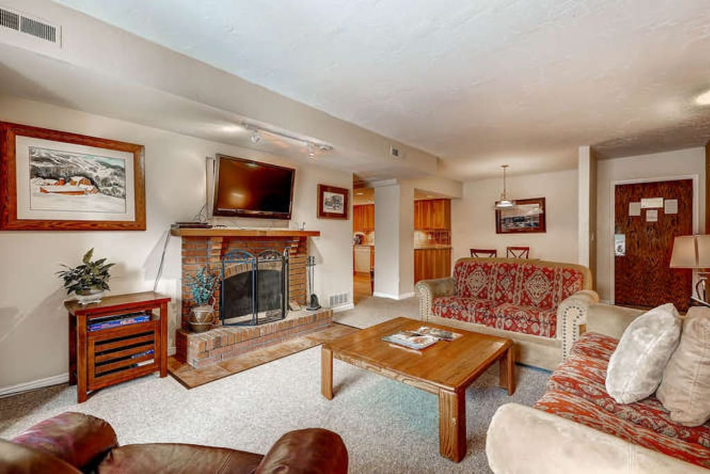 Main Street Park Station condo with large flatscreen HDTV, wood burring fireplace, spacious & comfortable seating in the living room.
