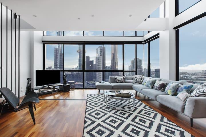 Manhattan Style Millionaire's CBD Penthouse