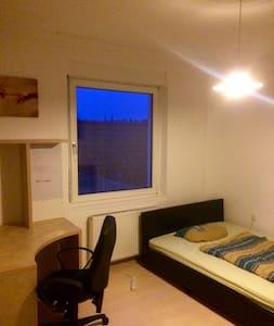 Zentrales Gemütliches Zimmer In Studenten WG Kleve - Kleve - House - 2
