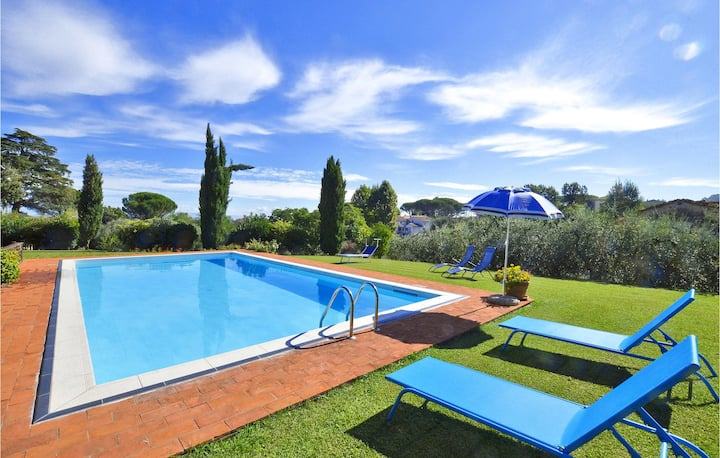 Holiday cottage with 3 bedrooms on 180m² in Capannori (LU)