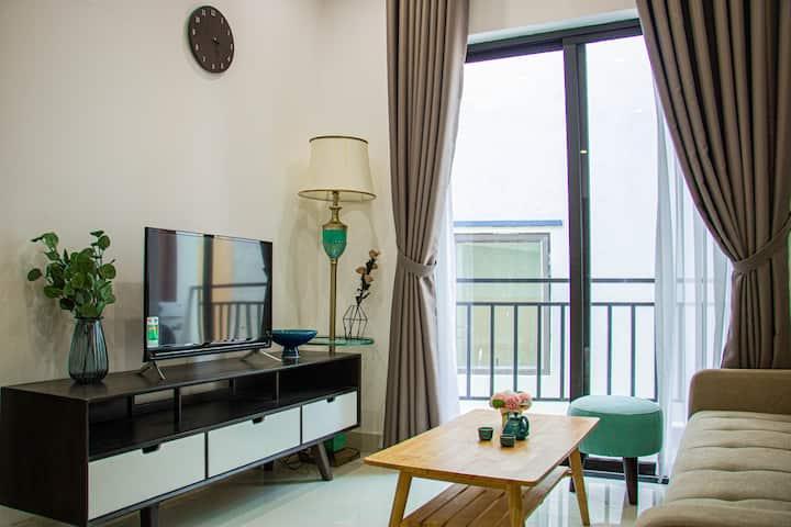 MINH TRAN HOUSE-Brand New 2 BR Apt w/ Balcony