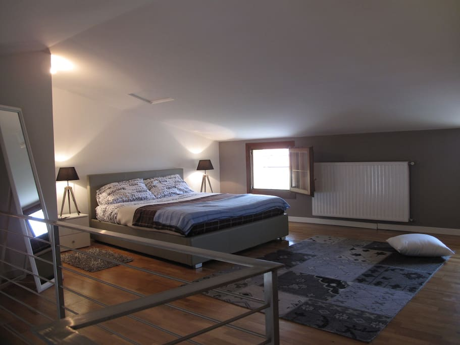 Upper Level Loft with King Bed