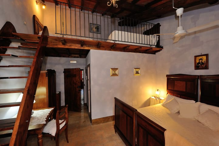 CAMERA TRIPLA - Magione - Bed & Breakfast