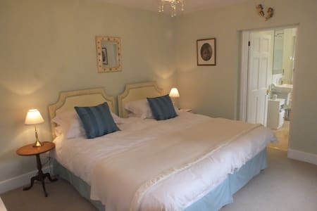 Rye Hill B&B - A Superb Twin/Super-king Suite - Warminster