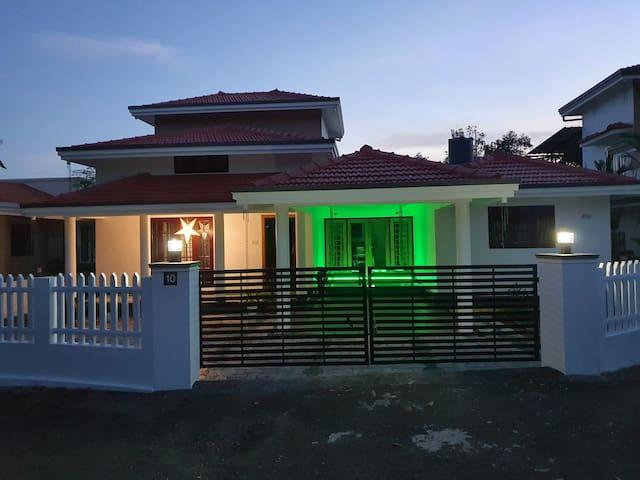 Posh Villa at Kottayam town with 4 Bedrooms