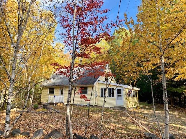 Family Home Near the Mountains & Lake
