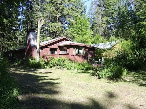 Twin Lakes Cozy Lake Cabin