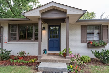 Newly updated spot only 7 miles from downtown! - Huis