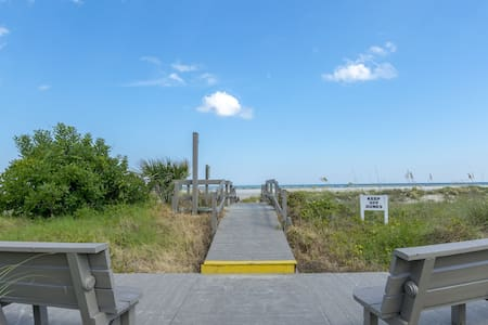 10-E Mariners Walk IOP Ocean and  Pool View!