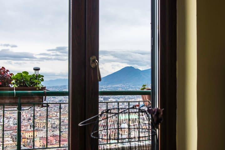 Windows Vesuvius/Neapolis  Bed,Bath, kitchen,Wifi