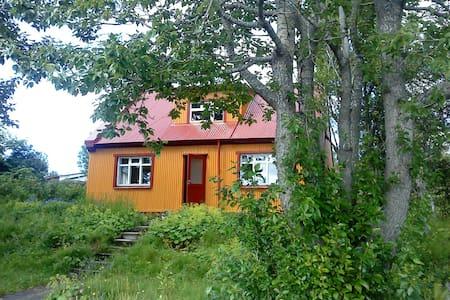 Nostalgic cozy little house at the riverside. - House