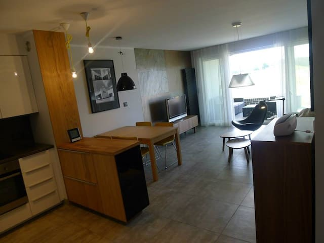 68 sq m. 3 double beds. Lake,golf,bicycle. 2-6.