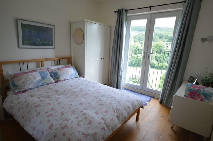 Double bedroom with amazing views - Holmfirth - Bed & Breakfast