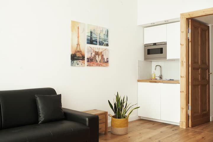 modern & central apartment near Alexanderplatz