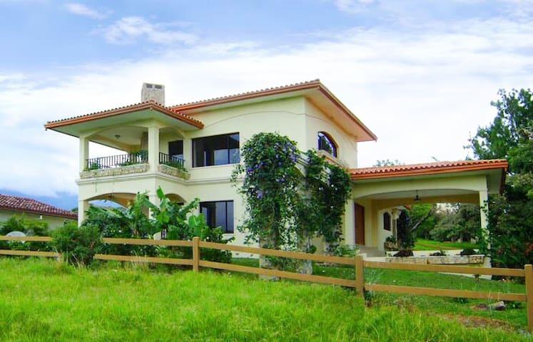 2BR Furnished villa 5min drive to downtown Boquete