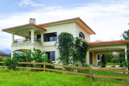 2BR Furnished villa 5min drive to downtown Boquete