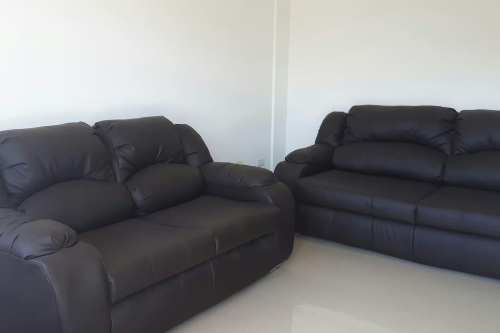 Cómodos muebles nuevos y agradables para charlar o tomar una siesta.