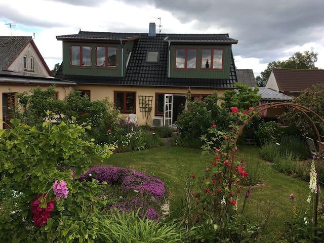 Lejlighed på 1. sal i lille landsby