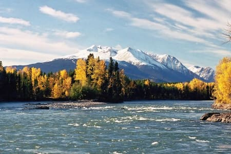 Beautiful Bulkley River Condo 10min from Smithers - Társasház