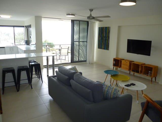 Ocean Front Apartment - Alexandra Headland - Appartement