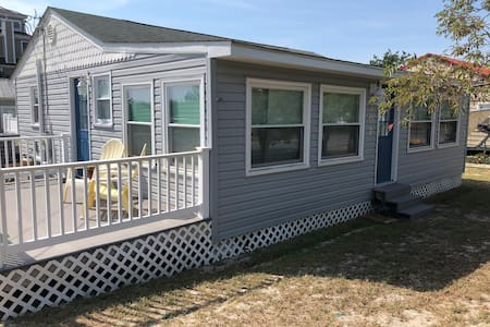 Bayshore Cottage, Steps to the beach!!