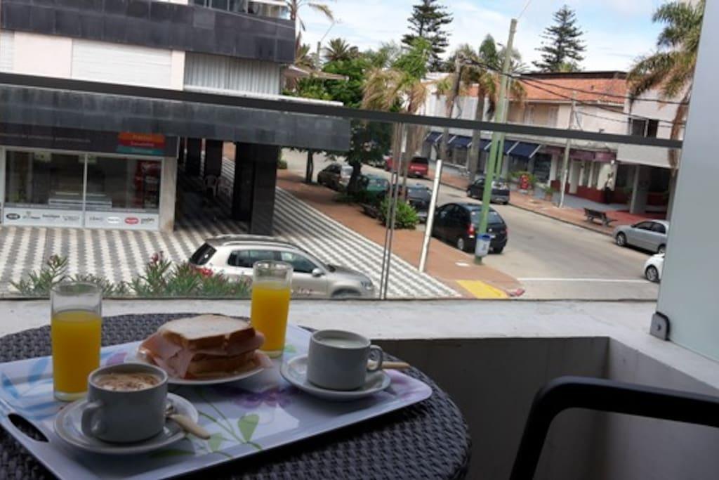 Balcón - vista hacia Av. Gorlero