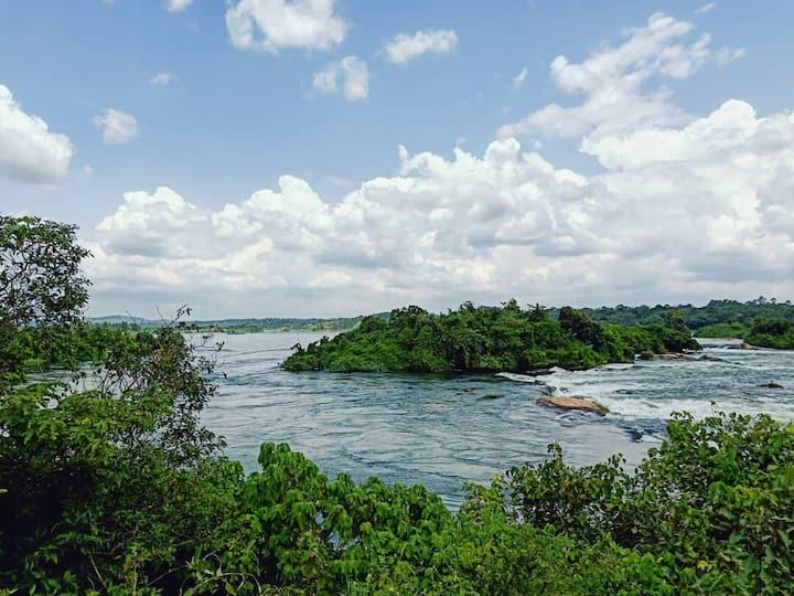 Safari tent on the Nile riverbank (The Green Tent)