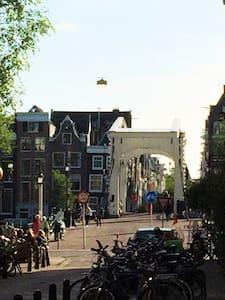city center 1 room skinny bridge city center - Amsterdam - Apartment