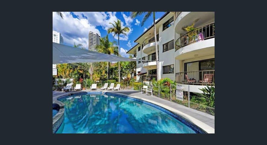 main beach master room balcony ensuite kitchen,bbq - Main Beach - Appartement