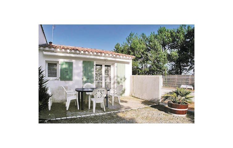 Holiday cottage with 2 bedrooms on 65m² in Ste Marie de Re