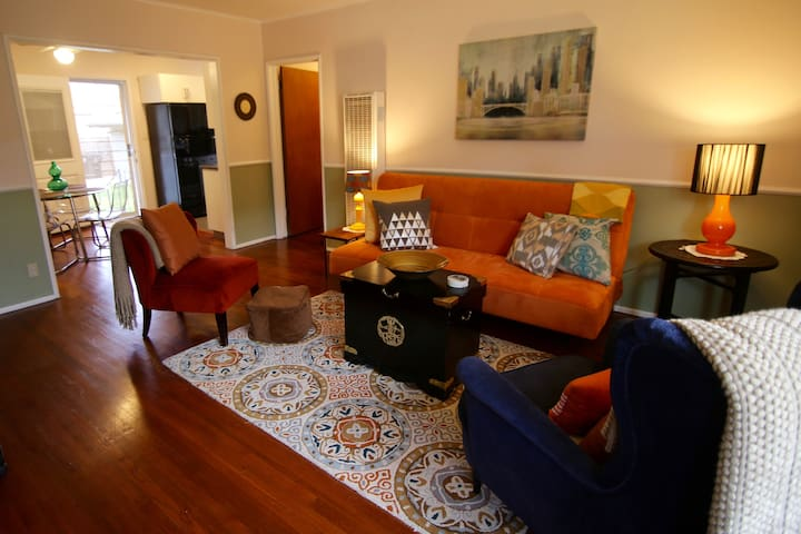 RELAX NEAR LAX, Chic and Cozy 1- bdr Apartment