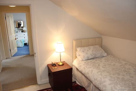 Cosy single bedroom in Victorian townhouse - Melrose - Apartmen