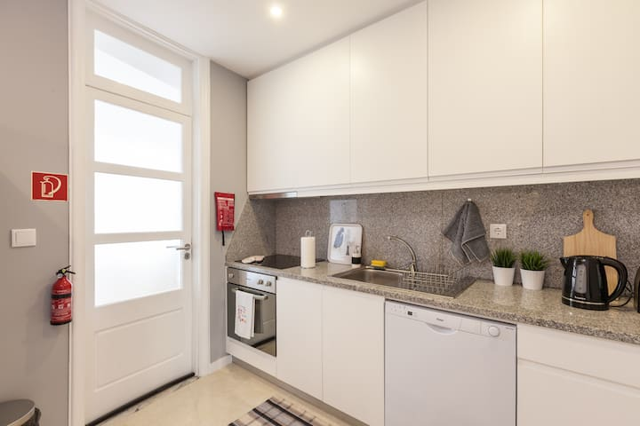 Large and Charming apt Porto Downtown (3 Bedrooms)
